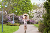 Beautiful Chinese girl at spring scene in public city garden — Stock Photo