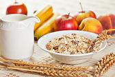 Bol de muesli para desayunar con frutas — Foto de Stock