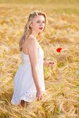 Portrait of beautiful girl in field — Stock Photo