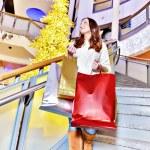 Beautiful young woman holding shopping bags — Stock Photo #40438319
