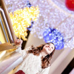 Beautiful young woman holding shopping bags — Stock Photo