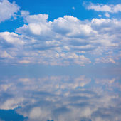 Sky with clouds with reflection — Stock Photo