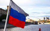 Arka planda şehir Rus bayrağı — Stok fotoğraf
