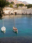 Two white yachts on a mooring in the sea in the bay of Cassis Ca — Stock Photo