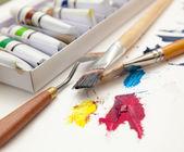 štětce a barvy — Stock fotografie