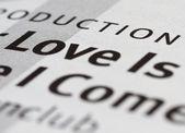 Słowo miłość w książce — Zdjęcie stockowe