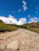дорога в облака в горах — Стоковое фото