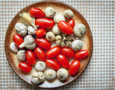 Cherry tomatoes and garlic — Stok fotoğraf