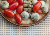 Cherry tomatoes and garlic — Zdjęcie stockowe