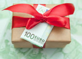 Gift box with euro banknote — Stock Photo