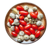 Cherry tomatoes and garlic, isolated on white background — ストック写真