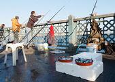 Fishermen fishing on Galata Bridge in Istanbul, February 9, 2011 — Stock Photo