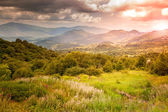 Majestic bright sunset in the mountains — Stock Photo