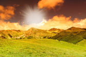 Bright stunning beautiful sunset in the mountain valley — Stockfoto