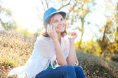 Beautiful girl speaks on mobile phone in park — Stock Photo