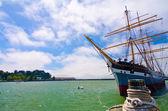 A sailing ship docked at Fisherman's Wharf in San Francisco — Stockfoto
