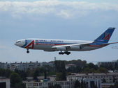 Ural Airlines Il-86 ten seconds before landing — Stock Photo