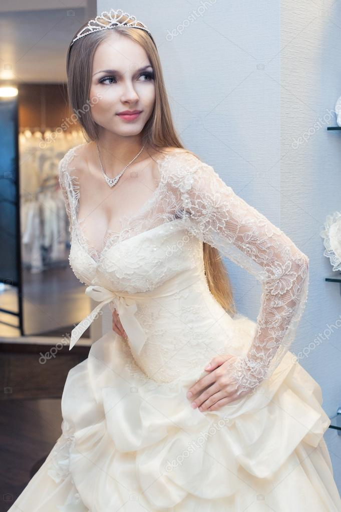 Beautiful blonde haired woman in bridal dress — Photo #15389223