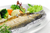 Vegetables and fish in foil — Stock Photo