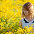 Girl in the rapeseed field — 图库照片