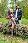 Couple in a park — Stockfoto