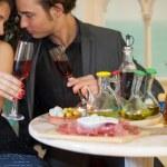 junges Paar im restaurant — Stockfoto