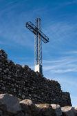 La rocca, i̇talya, gökyüzü arka plan üzerinde çapraz — Stok fotoğraf