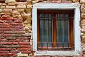Brick texture with a window in the Gothic style — Stock fotografie
