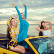 Three girls with sport car — Stock Photo