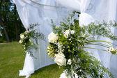 Hochzeit-zelt im park — Stockfoto