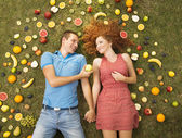 Couple avec fruits — Photo