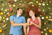 Couple with fruit — Stockfoto