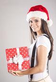 Bella donna natale con regalo — Foto Stock