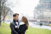 都市の幸せなカップル — ストック写真