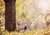 Happy child is playing in colorful autumn nature — Stock Photo