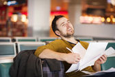 Young man at the airport is going for holiday — Stock Photo