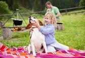Niña con perro — Foto de Stock