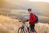 Motociclista da montanha — Fotografia Stock