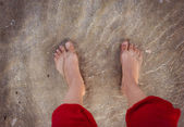 Closeup of female feet at the beach — Stockfoto