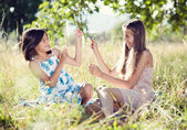 Two sisters in green park — Stock Photo