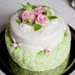 Wedding cake with roses — Stock Photo #45458415