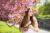 Girl in spring garden — Foto de Stock