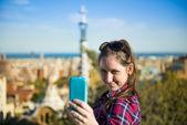 Vrouw nemen zelf foto — Stockfoto