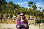 Tourist in park with palms — Stock Photo