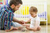 Ojciec i córka gra — Zdjęcie stockowe