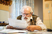 Man reading the newspaper — Foto Stock