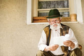 Man reading the book — Foto Stock