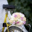 Wedding bouquet on bicycle — Stock Photo #47709801