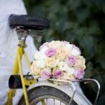 Wedding bouquet on bicycle — Stock Photo #47709801