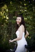 Bride on retro bicycle — Stockfoto